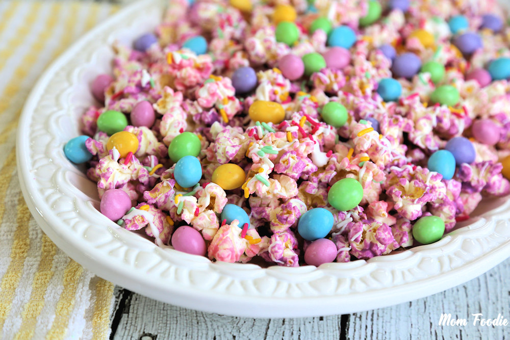 Easter-Popcorn-with-MMs