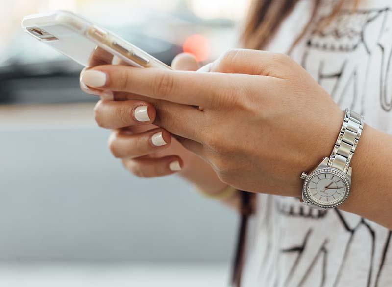 Besparen op je maandelijkse telefoonkosten: de opties op een rijtje!